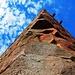 Die erste, einfache Anlage bestand aus einem viereckigen Bergfried mit einem Wohnbau.