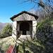 <b>Cappella di San Rocco a Muggio.<br />È preceduta da un porticato per ripararsi dalle intemperie.</b>