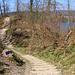 Der Wanderweg führt direkt durch die Anlage vom Römischen Kastell Bürgli.