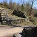 Mauerreste vom Eingangstor des Römisches Kastella Bürgli (294m).