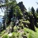 Von rechts kommend der Aufstiegsweg. Markierter Weiterweg nach Aabendberg über die Leiter um das Felsenhindernis und dem Grat entlang. Abstecher zum Golderehorn, in Richtung des Fotografen...