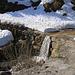 Am ersten Schneefeld über das Strässchen beim Zigergrabe auf 1535m war Schluss mit Fahrradfahren. Ich parkte mein Rad und zog nun die Wanderkleidung an.