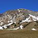 Schon wenig oberhalb meines Fahrraddopots zeigte sich das Morgenberghorn (2248,8m) in seiner vollen Pracht. Ich war überrascht wie wenig Schnee es hier hat. Meine Aufstiegsroute über den Normalweg ging über den links teilweise sichtbare Südgrat. Der rechte Nordostgrat, genannt Leissiggrat, ist die schwierigste Gratroute (T5-6) aufs Morgenberghorn.