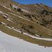 Blick nach der Überquerung eines etwas grösseren Schneefeldes zum Gross Schiffli (2039m), einem Gratgipfel des Leissiggrates.
