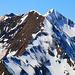 Morgenberghorn (2248,8m): Gipfelaussicht zum gegenüberligenden First (2440m) hinter dem der Dreispitz (2520,0,m) hervor schaut. Links etwas versteckt ist der Latrejespitz (2436m).