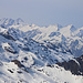 Gipfelaussicht vom Hahnen (2606,5m) vorbei am Pfaffenhuet (links; 3009m) und über Ochsenhorn (mitte; 2343m) und Schafberg (rechts; 2522m) zu den hohen Berner.<br /><br />Rechts sind die Wetterhörner: Wetterhorn (3692m), Mittelhorn (3704m) und Rosenhorn (3689,3m). Links hinten stehen die 4000er Schreckhorn (4078m) und Lauteraarhorn (4042m).