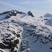 Gipfelaussicht vom Hahnen (2606,5m): Gipfelaussicht nach Osten zu Wissigstock (2887m), Schuflen (2823m), Brunnistock (2952m) und Blackenstock (2931m). Interssanterweise wartet der Blackenstock immer noch auf eine HIKR-Erstbegehung!