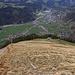 Abstieg, nun mit schwerem Biwakmaterial am Rücken, über den Grahang zur Alp Ober Zwieblen (1631m). In Tal weit unten ist Engelberg (1000m).
