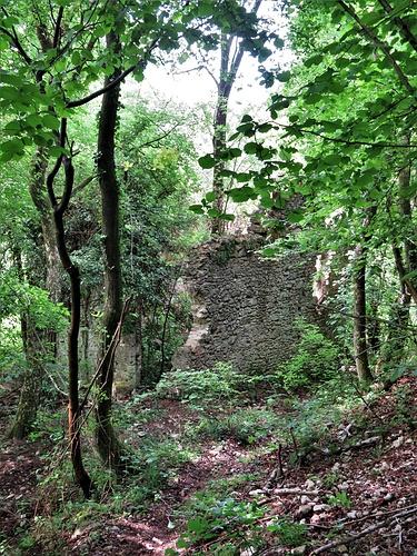 Il rudere al termine del sentiero fra la Val Pissavacca e la Valle Pedana della Madonna..