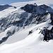 Blick zu weiteren Gipfeln der Region.