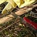 Mit der richtigen Ausrüstung kann man sich am steilen, rutschigen Lechhang den Pickel selber schnitzen:-)  (Kompliment an die Schweizer für diese Tools!)<br /><br />Con la attrezzatura giusta si può intagliare la propria piccozza per salire e scendere sul ripido e scivoloso pendio al fiume Lech :-) (Complimenti agli svizzeri per questi strumenti!)