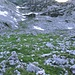 Steil und karstig, aber unschwierig geht es die Südflanke des Windschartenkopfes hinunter Richtung Seeleinsee.