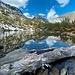 Le cristalline acque del Lago Grande (m 1889, alimentato dalle acque di fusione dei nevai che risalgono lo sfasciumato versante nord del Monte Mater) dove si specchiano tutte le montagne circostanti. (foto Fabio)