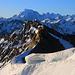 Aussicht unterhalb vom Piz Turettas Ostgipfel (P.2957,9m) entlang dem wilden Ostgrat und dem Ortler / Ortles (3905m) am Horizont.