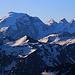 Piz Turettas (2963m): Gipfelaussicht über den Piz Lad (2881,9m) zum mächtigen Ortler / Ortles (3905m). Rechts vom Ortler stehen Monte Zebrù (3735m) und Il Gran Zebrù (3851m).