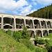 Die Staumauer von der Talseite. Wegen ihrer besonderen Bauweise ist sie ein Kulturdenkmal.
