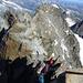Kletterei am Verbindungsgrat, beim Grattürmchen hats ein kurzes, kaum nötiges Fixseil (max III. Grad)<br />Foto: C.