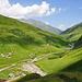 Blick beim Aufstieg zur Alp Wallatsch hinunter nach Inder Peil.