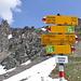 Wegzeichen auf dem Valserberg (2504 m).