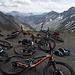 die Bikes liegen bereit zur Talfahrt...