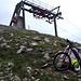 <b>Abbandono la bici e il casco e continuo a piedi verso il vicino Pizzo di Nara (2231 m), che raggiungo in 13 minuti.</b>