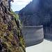 Die Höhe ab Boden variiert je nach Wasserspiegel des Stausees, es kann vorkommen, dass an der tiefsten Stelle nur eine Handbreite zum Wasserspiegel bleibt :-D