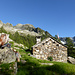 Abendsiesta auf der Alp Vec: rechts der Fil del Martèl, links oben der Passo dei Contrabbandieri
