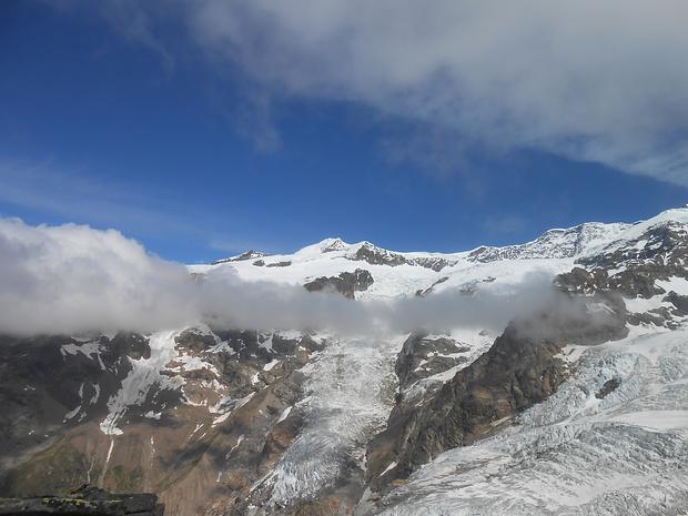 Panorama di vetta, purtroppo disturbato da una nube proprio al momento dello scatto.