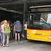 Die halbe Welt will nach Binn! Glücklicherweise wurde in Fiesch rasch ein Zusatzbus organisiert, der aber nur bis Ernen fuhr. Dort mussten ich zusammen mit unzähligen Ausflügler auf den nächsten Erstazbus nach Binn nochmals 20 Minuten warten warten.
