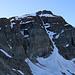 Als ich den Grat östlich der Kuppe P.2817m erreichte, sah ich nun endlich den Scherbadung / Pizzo Cervandone (3210,5m). Von der Schweizerseite gesehen versteckt sich der massige Berg meistens wegen vorgelagerten Gipfel.