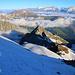 Rückblick und Aussicht vom Grat beim P.3155m.<br /><br />Unten ist die Aufstiegsroute rechts vom Wannihorn (2866,5m) teilweilse zu sehen.