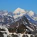 Scherbadung / Pizzo Cervandone (3210,5m):<br /><br />Gipfelaussicht im Zoom zum Weisshorn (4505,5m) und Bishorn (4153m) die hinterm dunklen Kegel des Wasenhorns / Punta Terrarossa (3245,8m) stehen.<br /><br />Links thront ist das Zinalrothorn (4221,2m) und sogar die Dent Blanche (4356,6m) ist zu sehen.