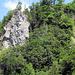 Blick vom Parkplatz, hinauf zum Indianer Klettersteig - man beachte rechts den Wasserfall ♥