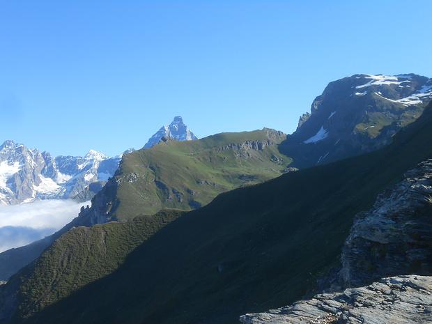 Ecco il primo parziale cervino di giornata dal Col de Fontaines.