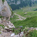 Hoch über der Altenalp wird das steile Gelände zum Altenalpsattel hin traversiert