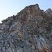 Weiter geht es, direkt auf dem Grat, über mehrere Aufschwünge/Türme Richtung Gipfel.