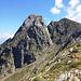 Sguardo sul Pizzo Varrone lungo la cresta che scende al Rifugio Santa Rita