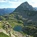 Lago del Piatto, herrlicher Biwakplatz. Darüber Pizzo Rüscada (2558m)