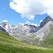 In der Nähe von Punkt 2383m wird den Rücken zwischen Chaval Grond und Piz Spadlatsch überschritten und sieht man in obere Val Spadlatscha.