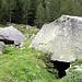 ... et habitait sous ces rochers.<br /><br />A lire : [https://www.obergoms.ch/randonnee/randonnees/?oaid=19116834#dmdtab=oax-tab1&ipd=40172900 le mystère de l'Anglais]