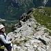 Inizia la discesa dalla cima verso il Motarüch...