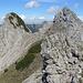 Rückblick auf den/das Steinbild, links oder ist es der eben erklommene spitze Gratturm rechts? Beide sind etwa gleich hoch