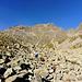 All'andata abbandoniamo il sentiero per il Bivacco Strambini molto prima di raggiungere la q. 2460 m... meglio seguire il sentiero fino a quel punto per evitare ulteriore ravano tra le pietraie