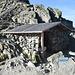 ...aber genau dort geht es hoch und plötzlich steht man bei der Schutzhütte der Fuorcla Albana.
