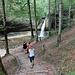 Im Abstieg zum grössten Wasserfall im Kemptentobel.