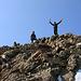 Ivette und Daniel auf dem Mont Vélan Westgipfel (P.3681m). Wir dponierten hier unsere Sachen, zoge die Steigeisen an und spazierten gemütlich zum Hauptgipfel weiter.