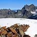Ankunft auf dem höchsten Punkt vom Mont Vélan (3722m) mit Blick zum Grand Combin (Valsorey 4184m; Grafeneire 4314m).<br /><br />Beide 4000er habe ich einge Jahre zuvor als grossartige Tour hier bei HIKR beschrieben: [https://www.hikr.org/tour/post23473.html]