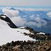 Gipfelaussicht vom  Mont Vélan (3722m) nach Süden wo gerade etliche Wolken über Italien am quellen waren.