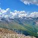 In der Mitte das Zerfreilahorn, das von hier aus eher wie eine Flosse aussieht. Links vom Zerfreilahorn der Durchgang beim [http://www.hikr.org/tour/post25765.html Furggelti (2712 m)].