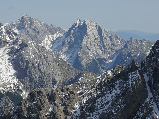 Grubenspitz (links) und Böses Weibele im Zoom